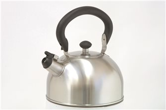 Bouilloire inox à sifflet 2,5 litres induction avec anse rabattable